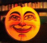 Lampion als Sonne mit Gesicht